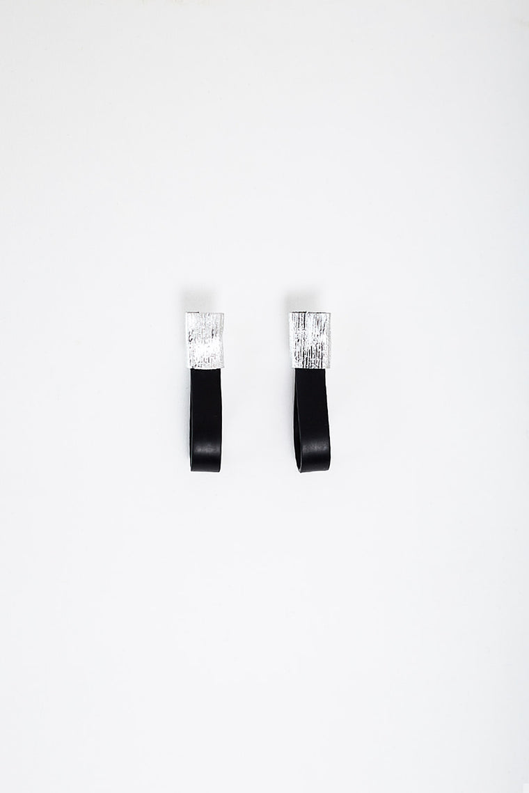 FLAT CAOUTCHOUC EARRINGS