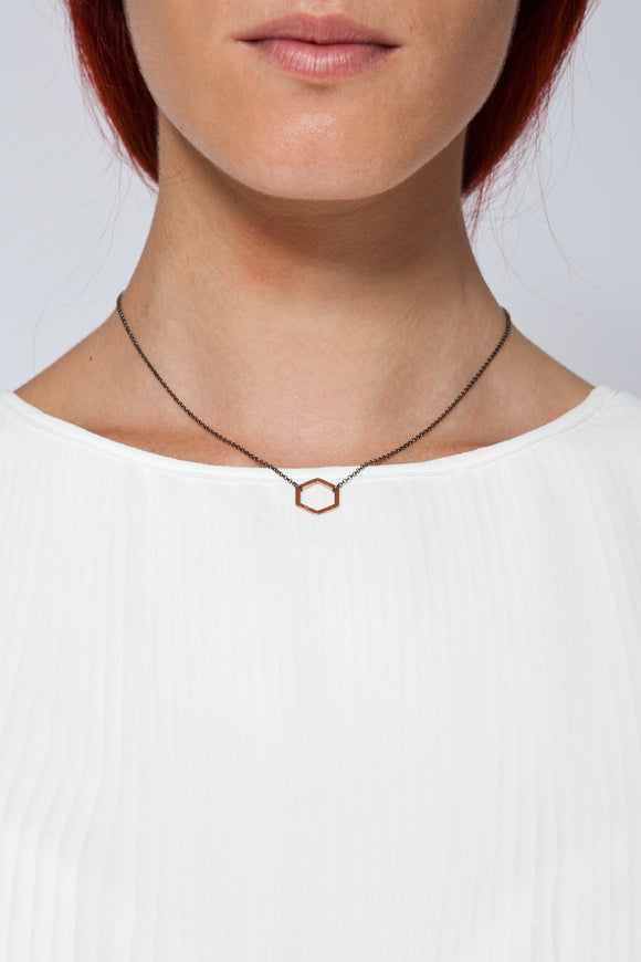 MOUTSATSOS - SHORT BLACK CHAIN GEOMETRY NECKLACE WITH PINK GOLD MOTIF - Unisex Jewellery - Ozon Boutique
