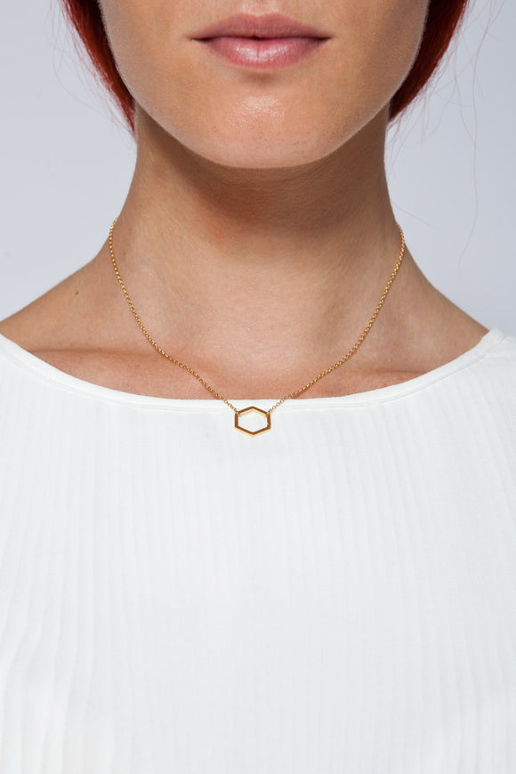 MOUTSATSOS - SHORT GOLD GEOMETRY NECKLACE WITH GOLD MOTIF - Unisex Jewellery - Ozon Boutique