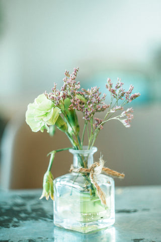 what is a bud vase for flowers