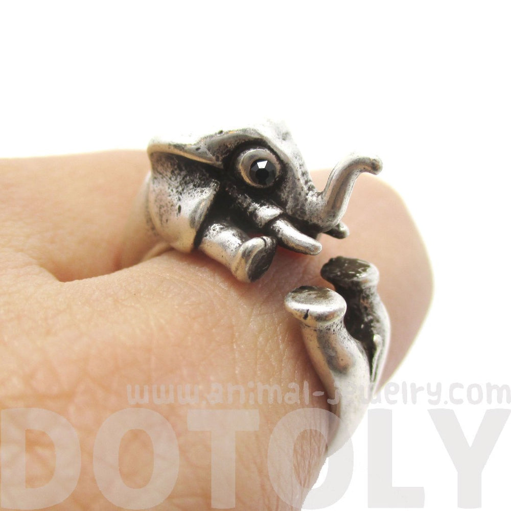 3D Elephant Shaped Animal Hug Ring in Silver | DOTOLY