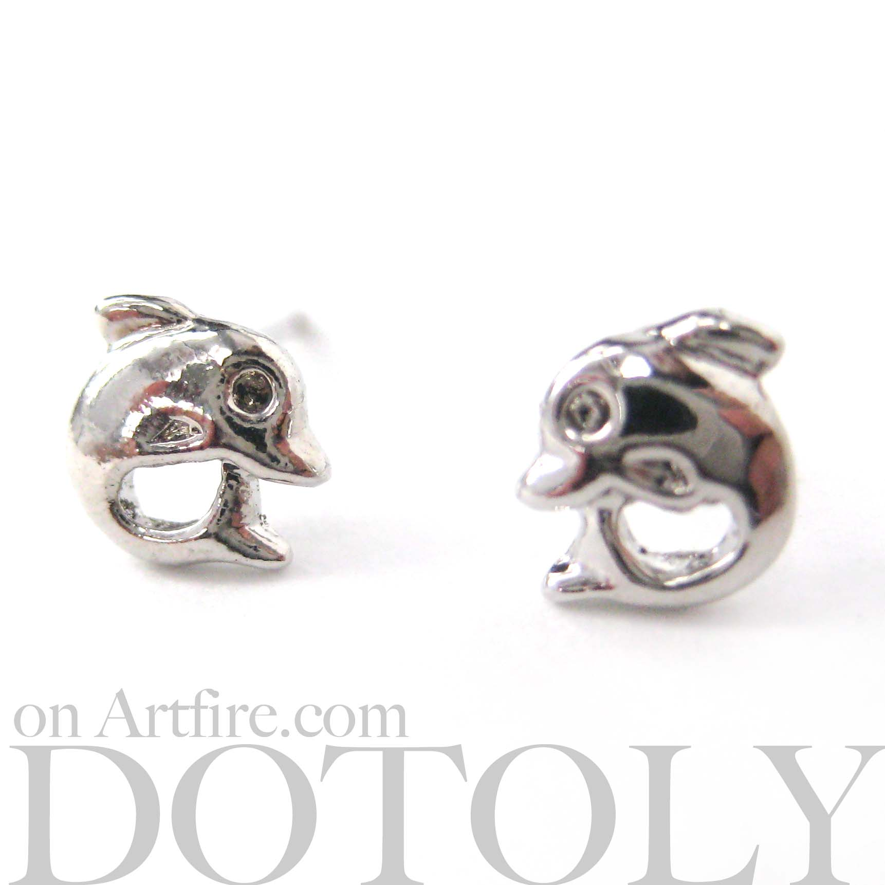 small-dolphin-fish-sea-animal-stud-earrings-in-silver