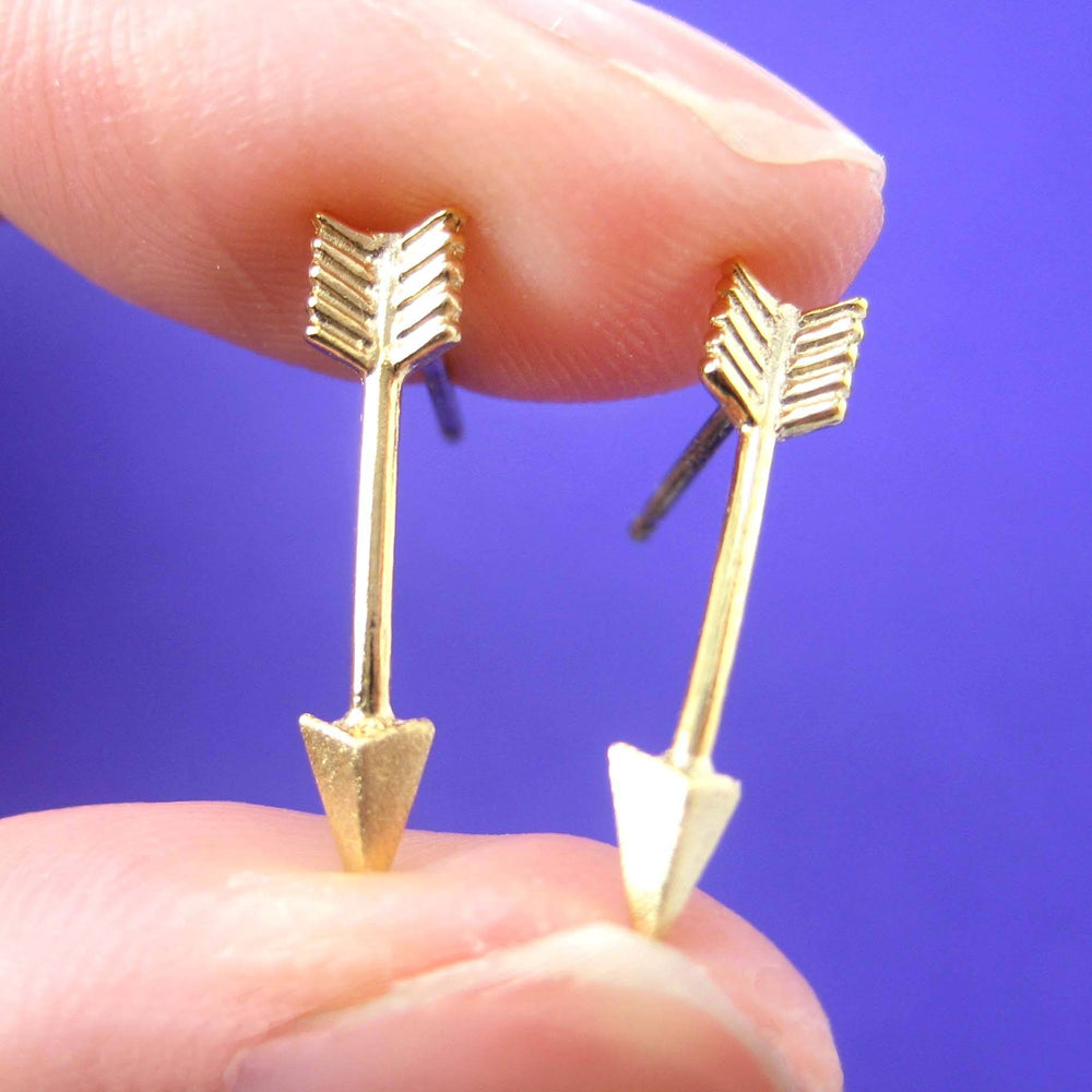 realistic-arrow-shaped-stud-earrings-in-gold-allergy-free
