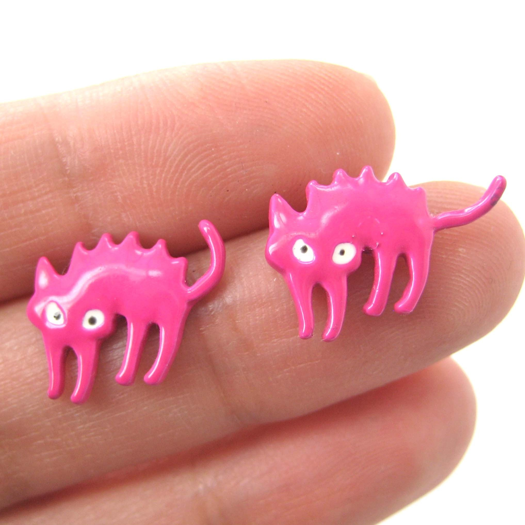 petrified-scaredy-kitty-cat-animal-stud-earrings-in-pink-dotoly