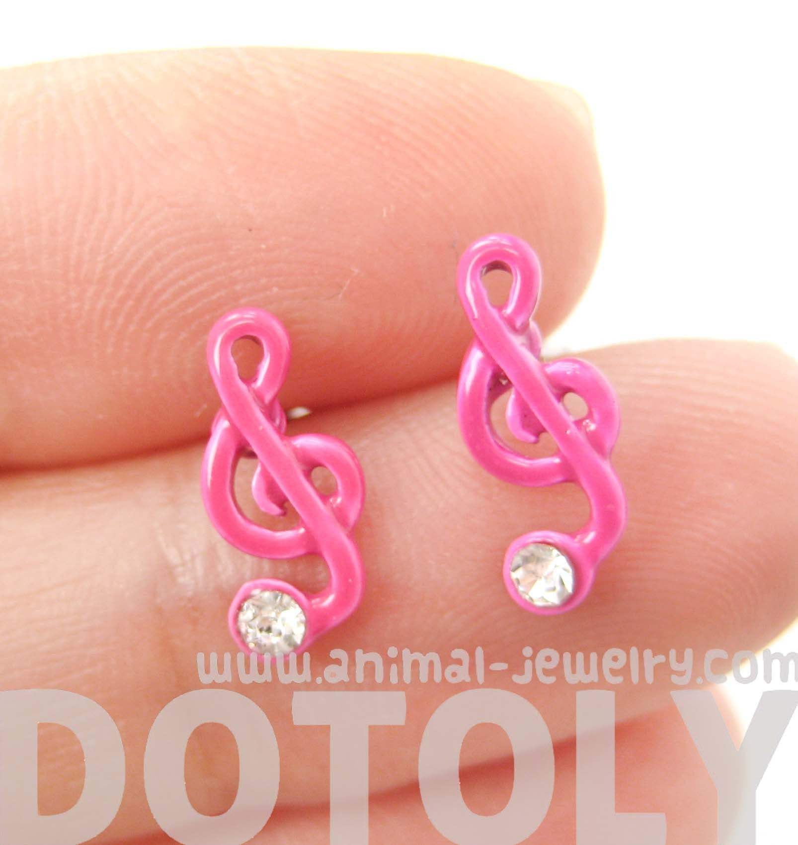 music-themed-treble-clef-shaped-stud-earrings-in-pink-dotoly