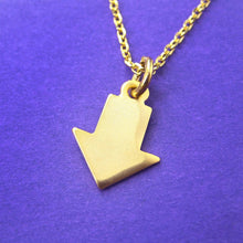 simple-arrow-shaped-charm-pendant-necklace-in-gold-dotoly