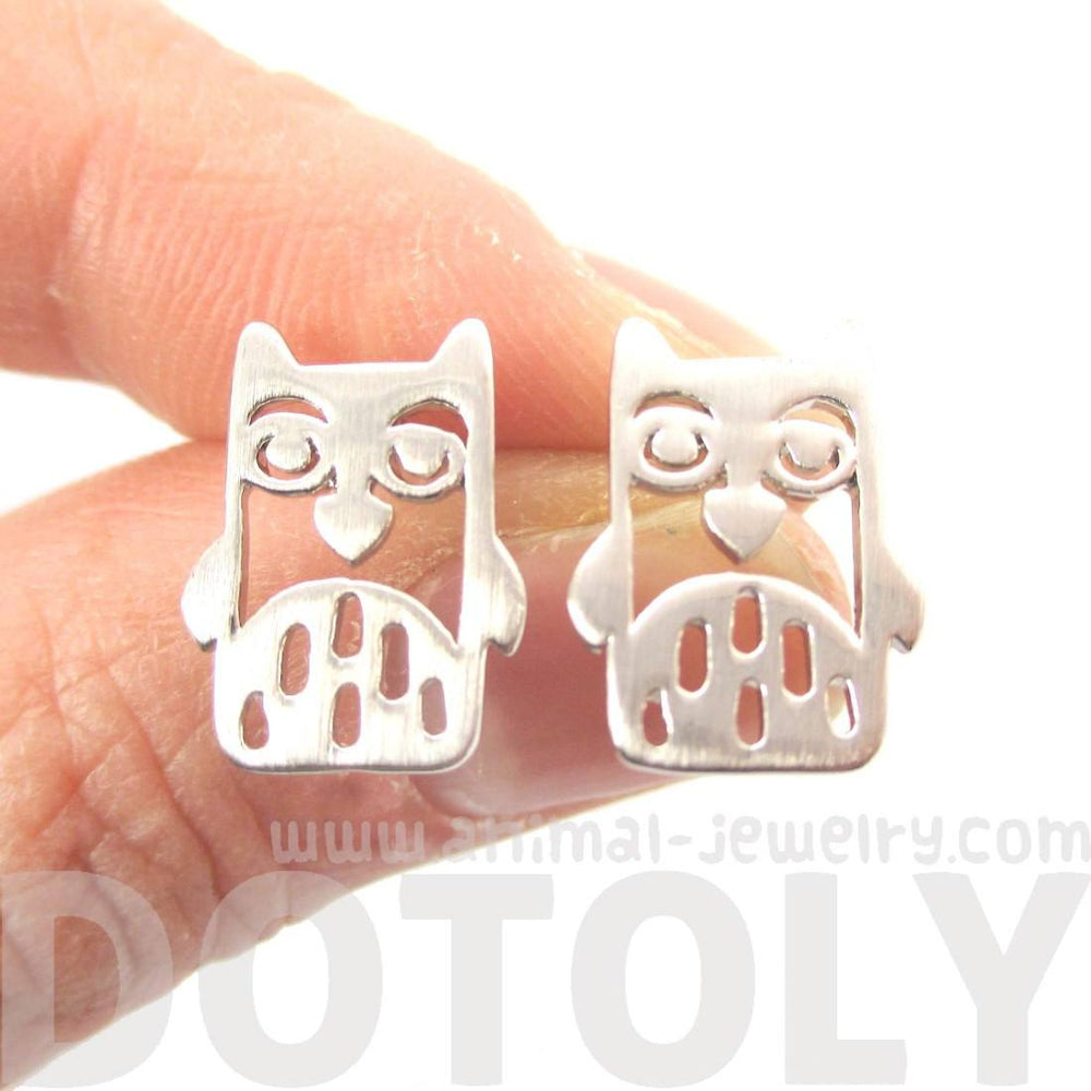 Adorable Owl Bird Face Shaped Stud Earrings in Silver=