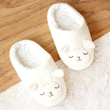 adorable-sheep-baby-lamb-animal-shaped-slip-on-slippers-for-women-in-white