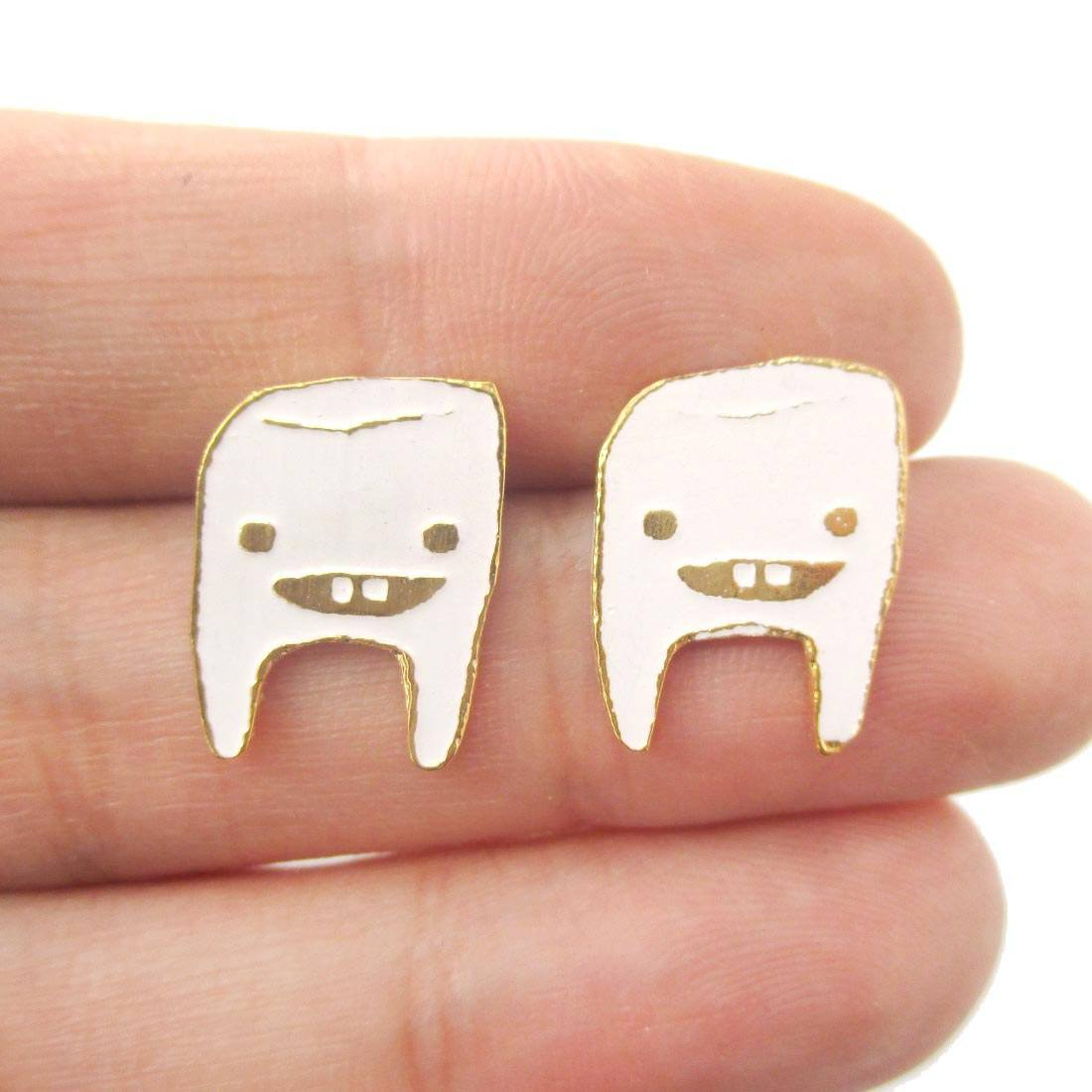 Adorable Wisdom Tooth Smiley Face Shaped Stud Earrings in White