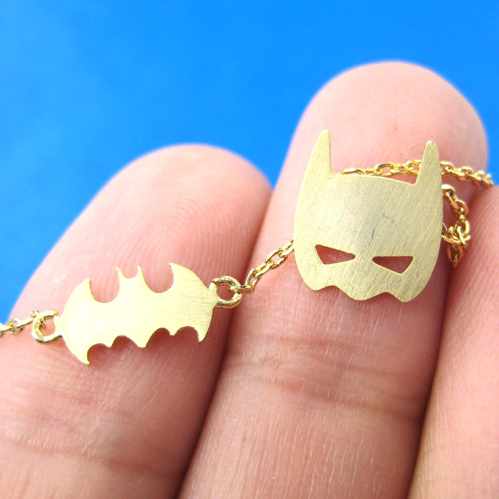 batman-bat-logo-silhouette-and-mask-charm-necklace-in-gold