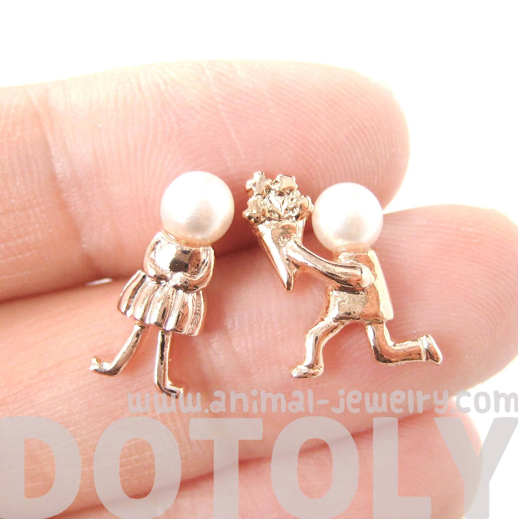 boy-proposing-to-girl-shaped-stud-earrings-in-rose-gold-with-pearls-dotoly