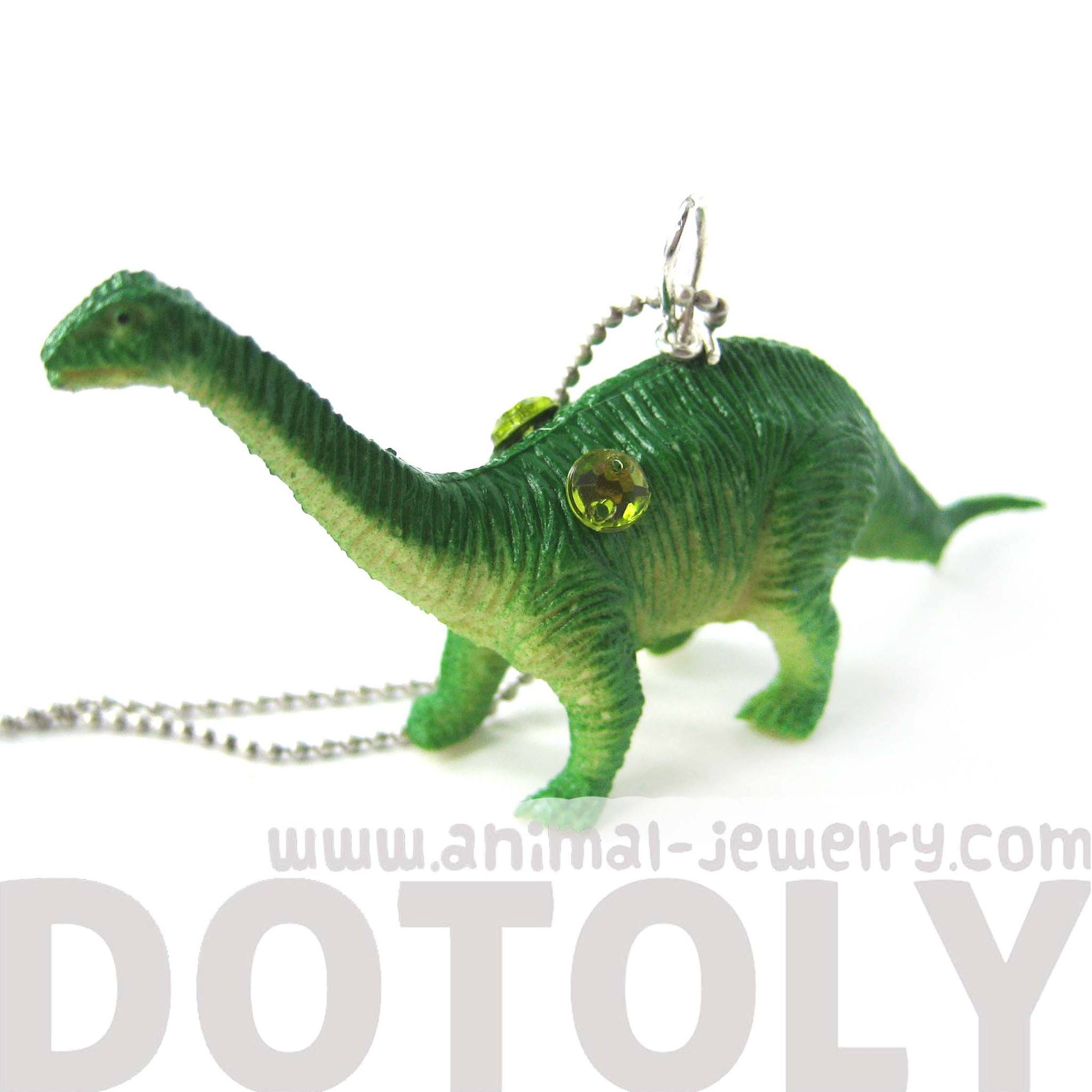 brontosaurus-sauropoda-long-neck-dinosaur-pendant-necklace-in-green-animal-jewelry