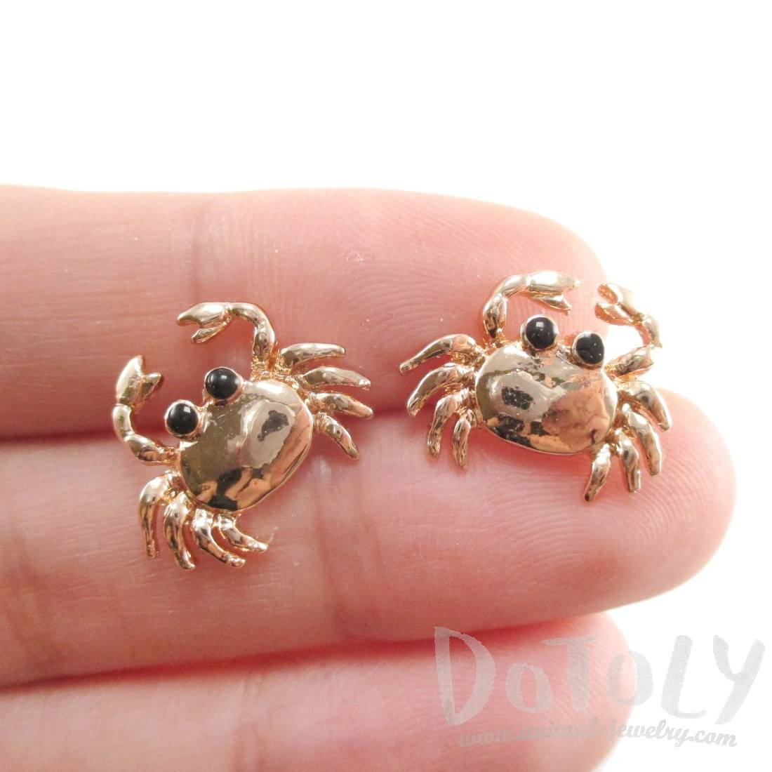 Small Crab Shaped Cancer Zodiac Stud Earrings in Gold