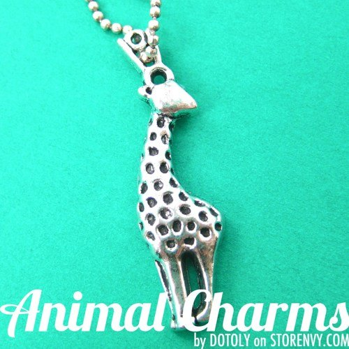 small-giraffe-animal-charm-necklace-in-silver
