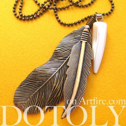 simple-feather-bohemian-inspired-necklace-in-bronze