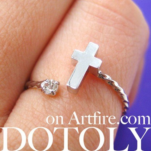 adjustable-cross-shaped-ring-in-silver-with-rhinestone-detail