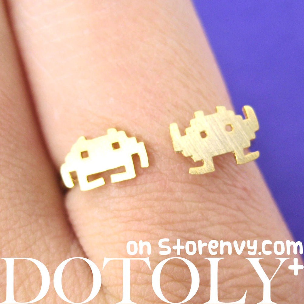 atari-space-invaders-alien-pixel-adjustable-ring-in-gold