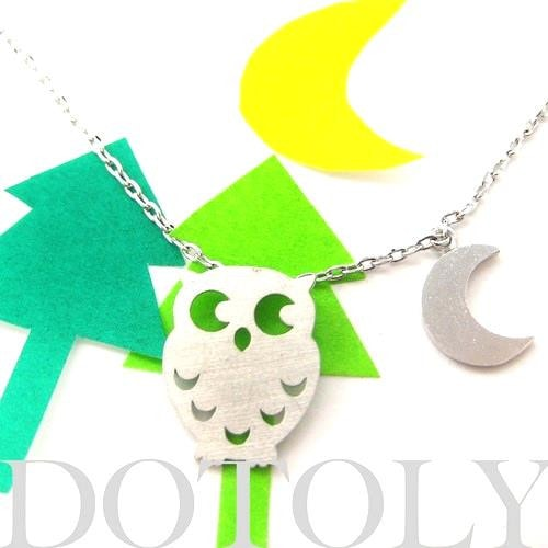 owl-bird-feather-moon-crescent-animal-necklace-in-silver-allergy-free