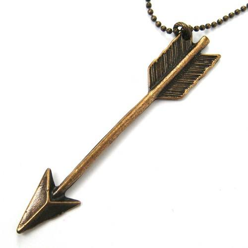 miniature-arrowhead-arrow-feather-charm-necklace-in-bronze