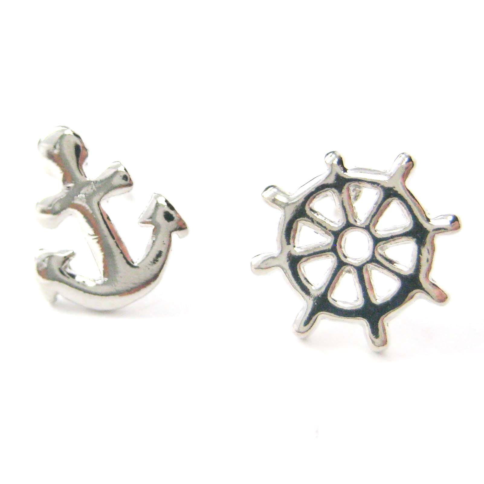 small-anchor-and-wheel-nautical-stud-earrings-in-silver