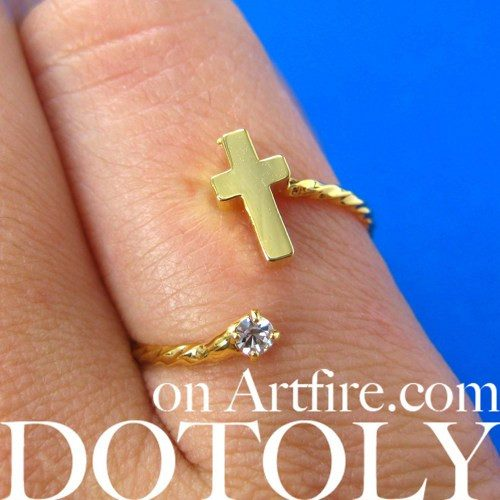 adjustable-cross-shaped-ring-in-gold-with-rhinestone-detail