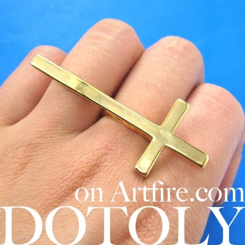 large-adjustable-cross-shaped-ring-in-shiny-gold