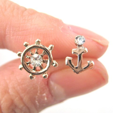 small-anchor-and-wheel-nautical-stud-earrings-in-light-gold