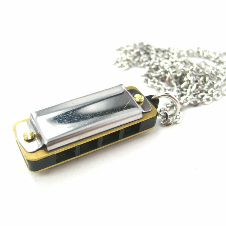 simple-mini-harmonica-necklace-in-silver-it-works