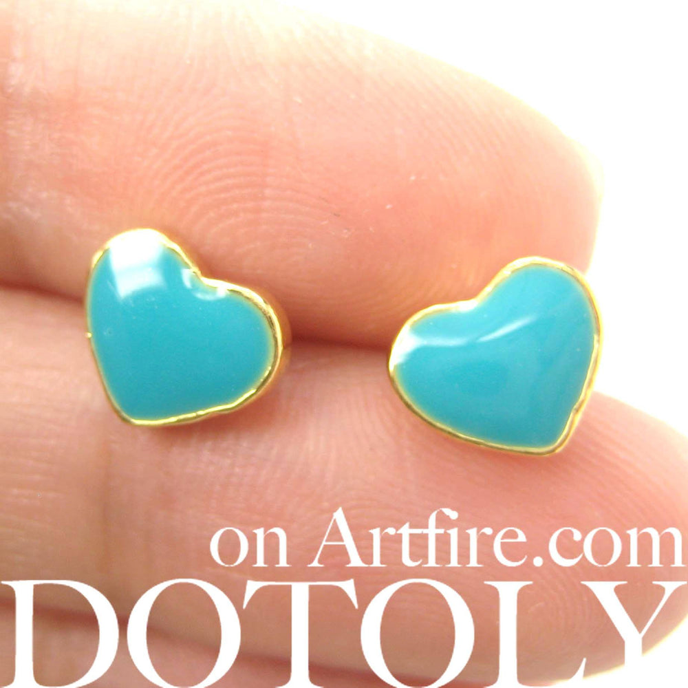 small-heart-shaped-stud-earrings-in-turquoise-on-gold