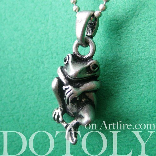 baby-frog-froggy-animal-charm-necklace-in-silver
