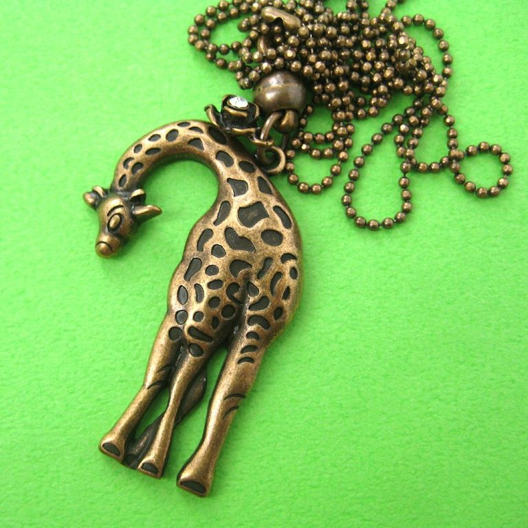 simple-giraffe-animal-charm-necklace-in-bronze