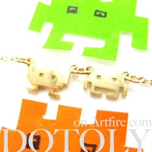 atari-space-invaders-alien-pixel-arcade-game-charm-necklace-in-gold