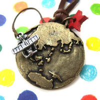 earth-planet-world-travel-airplane-necklace-in-bronze-with-star-charm