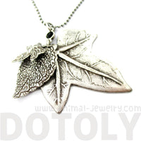 Elegant Realistic Maple Leaf Shaped Floral Pendant Necklace in Silver