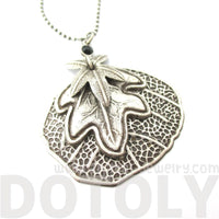 Elegant Realistic Layered Round Leaves Shaped Floral Pendant Necklace
