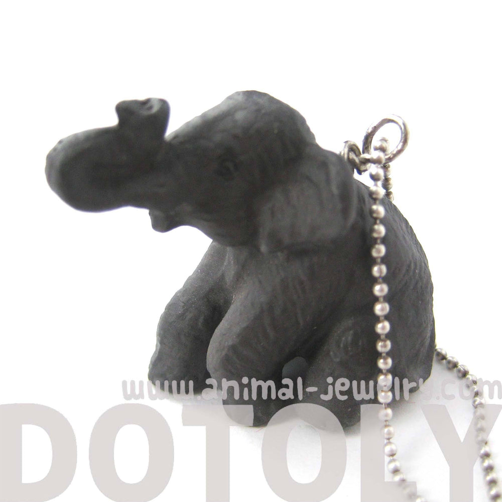 elephant-porcelain-ceramic-animal-pendant-necklace-in-sitting-pose-handmade