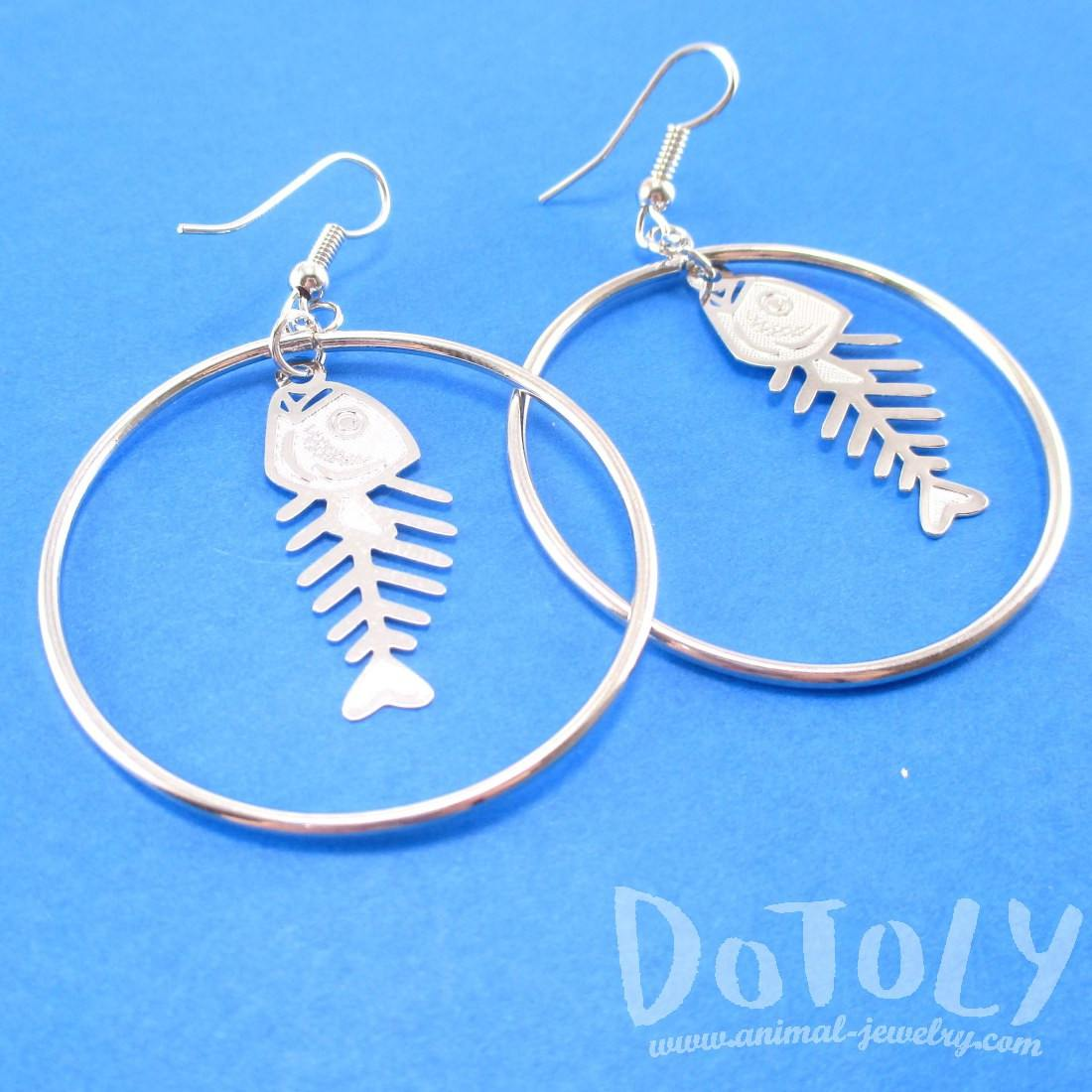 Fishbone Cut Out Shaped Dangle Hoop Earrings in Silver | DOTOLY