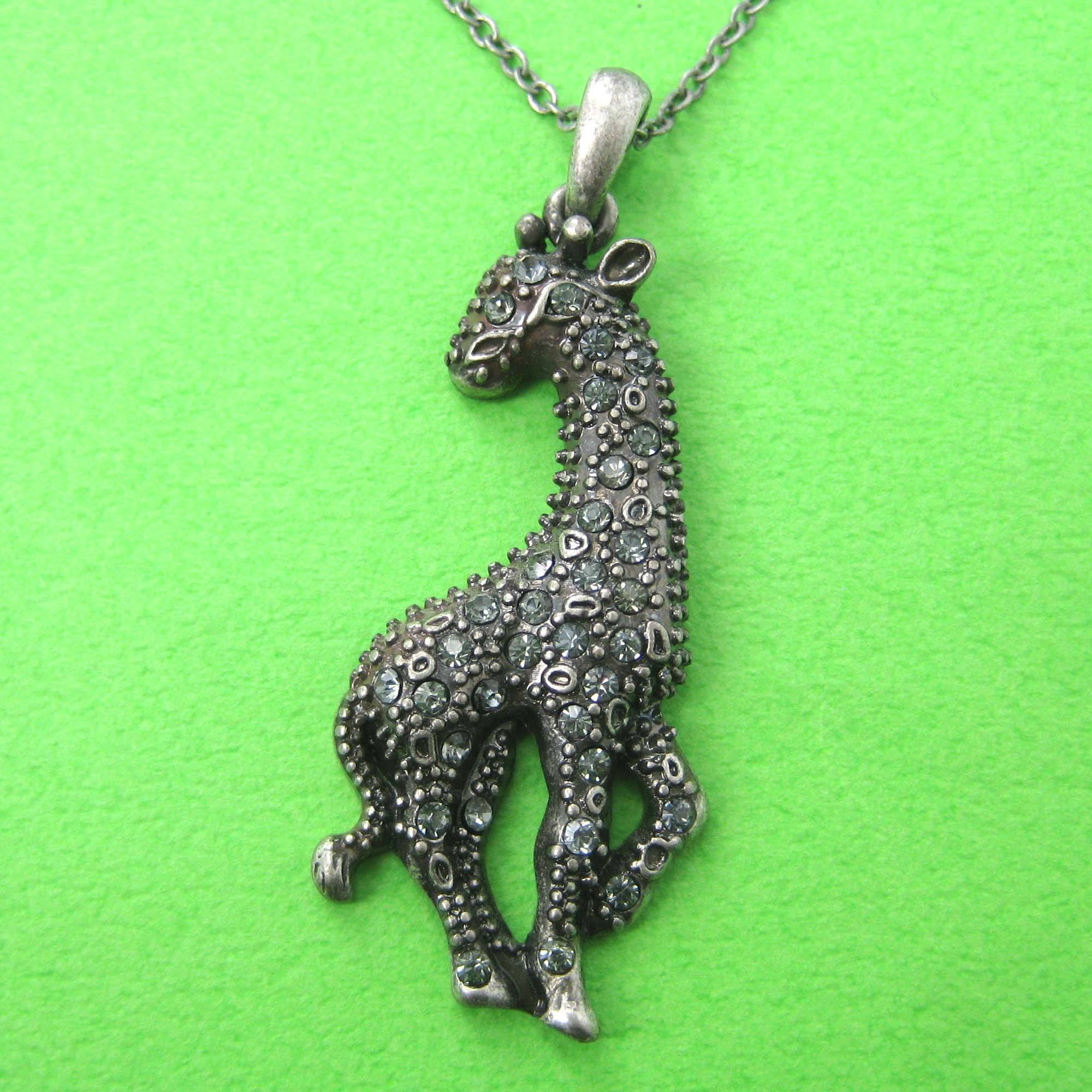 giraffe-shaped-animal-pendant-necklace-in-silver-with-rhinestones-dotoly