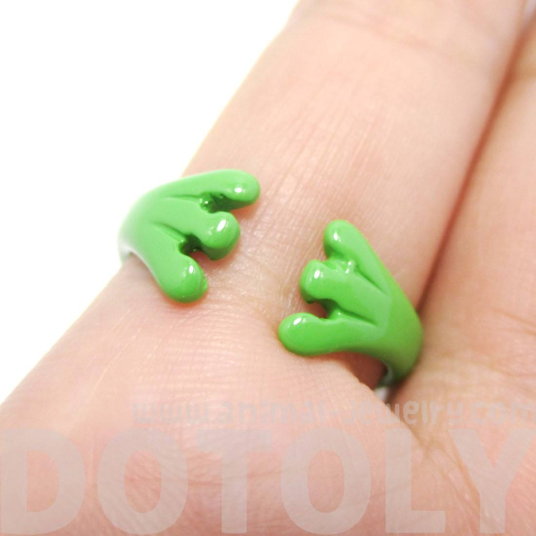 Googly Eye Frog Toad Animal Wrap Ring in Green | DOTOLY