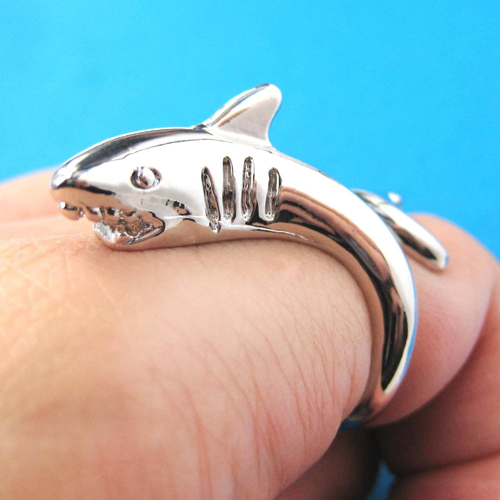 great-white-shark-sea-wrap-around-animal-ring-in-shiny-silver-size-5-to-7