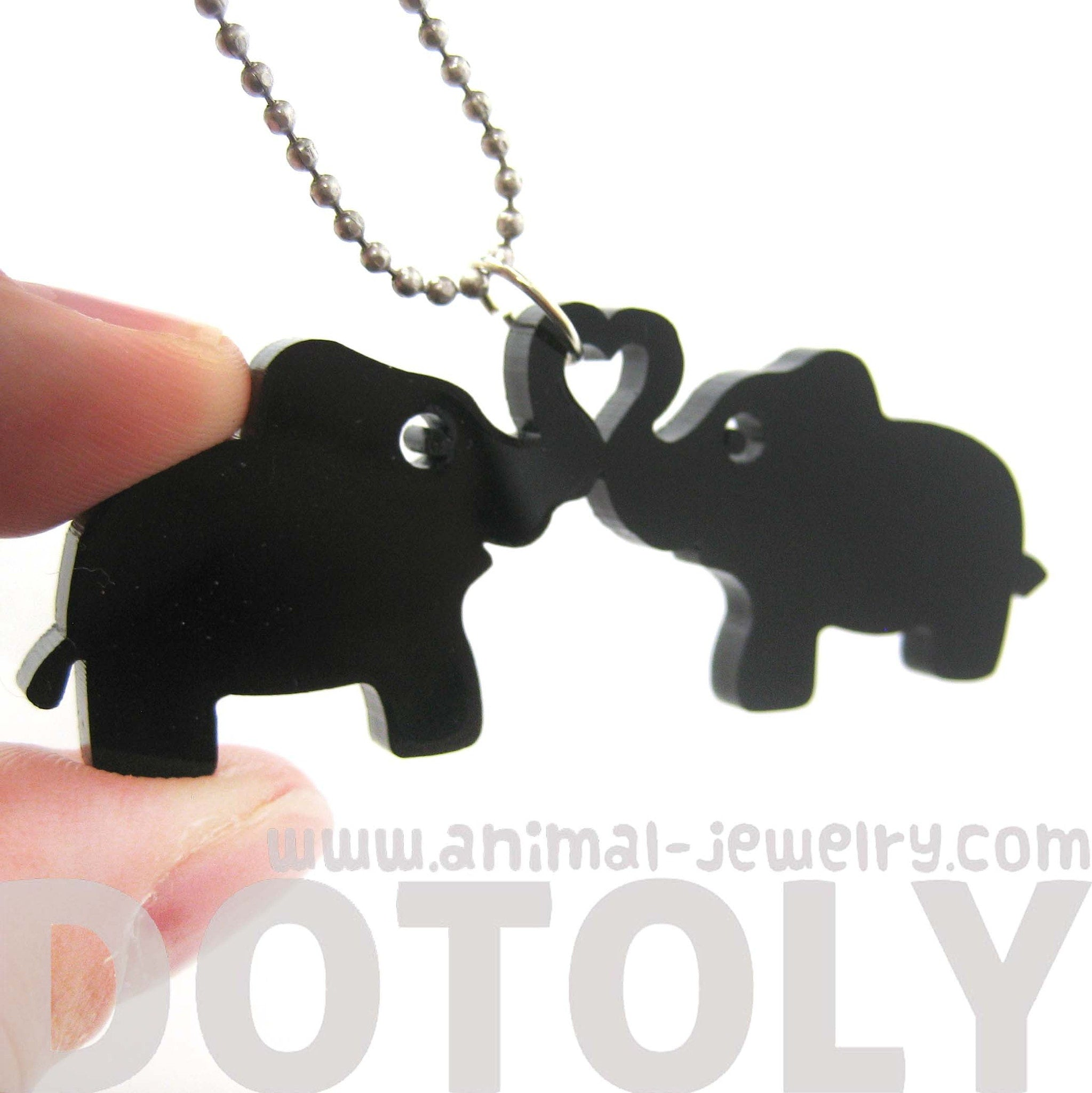 kissing-elephant-heart-shaped-pendant-necklace-in-black-acrylic-dotoly