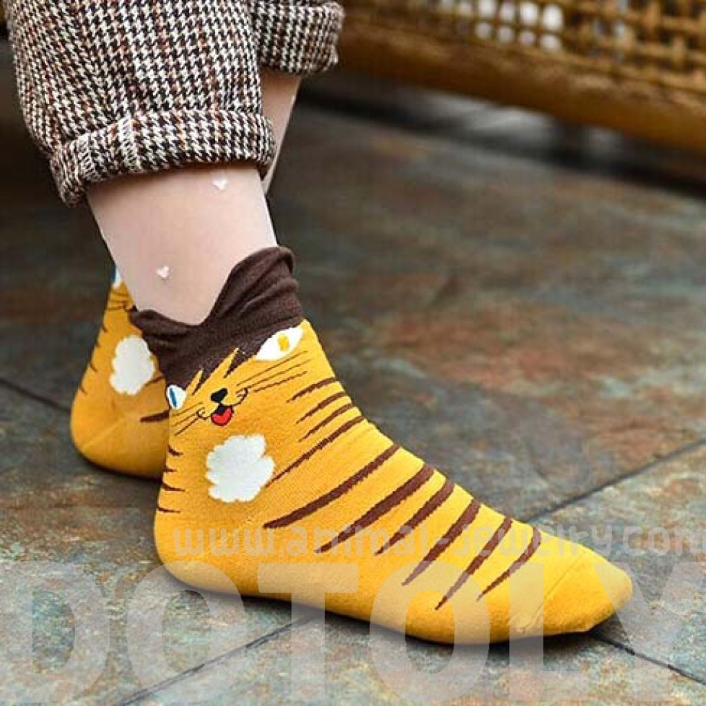 Kitty Cat Print Animal Ankle Socks for Women in Yellow