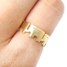 Baby Linked Elephant Parade Animal Ring in Gold | Animal Jewelry