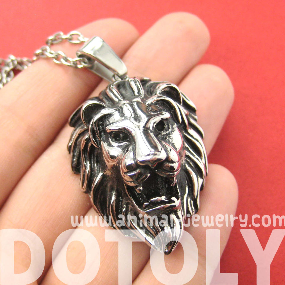 lion-realistic-animal-pendant-necklace-in-silver-for-men-and-women