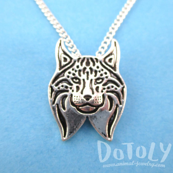 Detailed Lynx Cat Face Shaped Charm Necklace in Silver