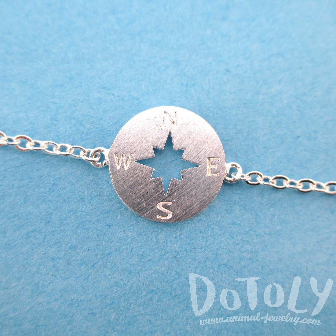 Minimal Compass Star Shaped Charm Bracelet in Silver | DOTOLY