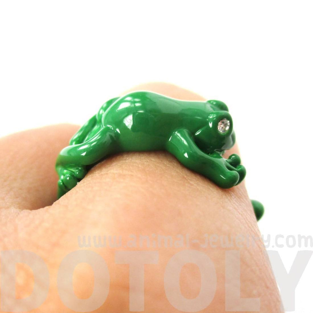 Realistic 3D Leap Frog Shaped Animal Ring in Green | Animal Jewelry
