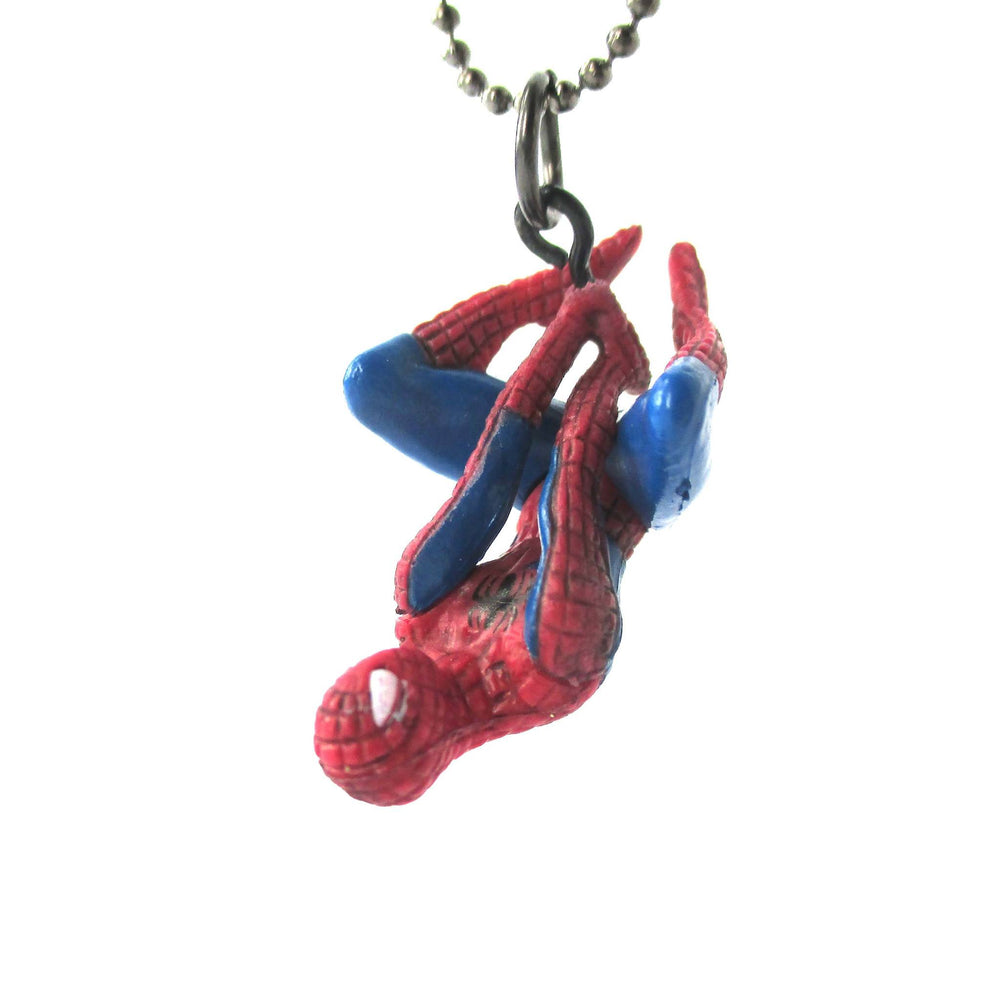 Realistic Dangling Spiderman Shaped Figurine Pendant Necklace