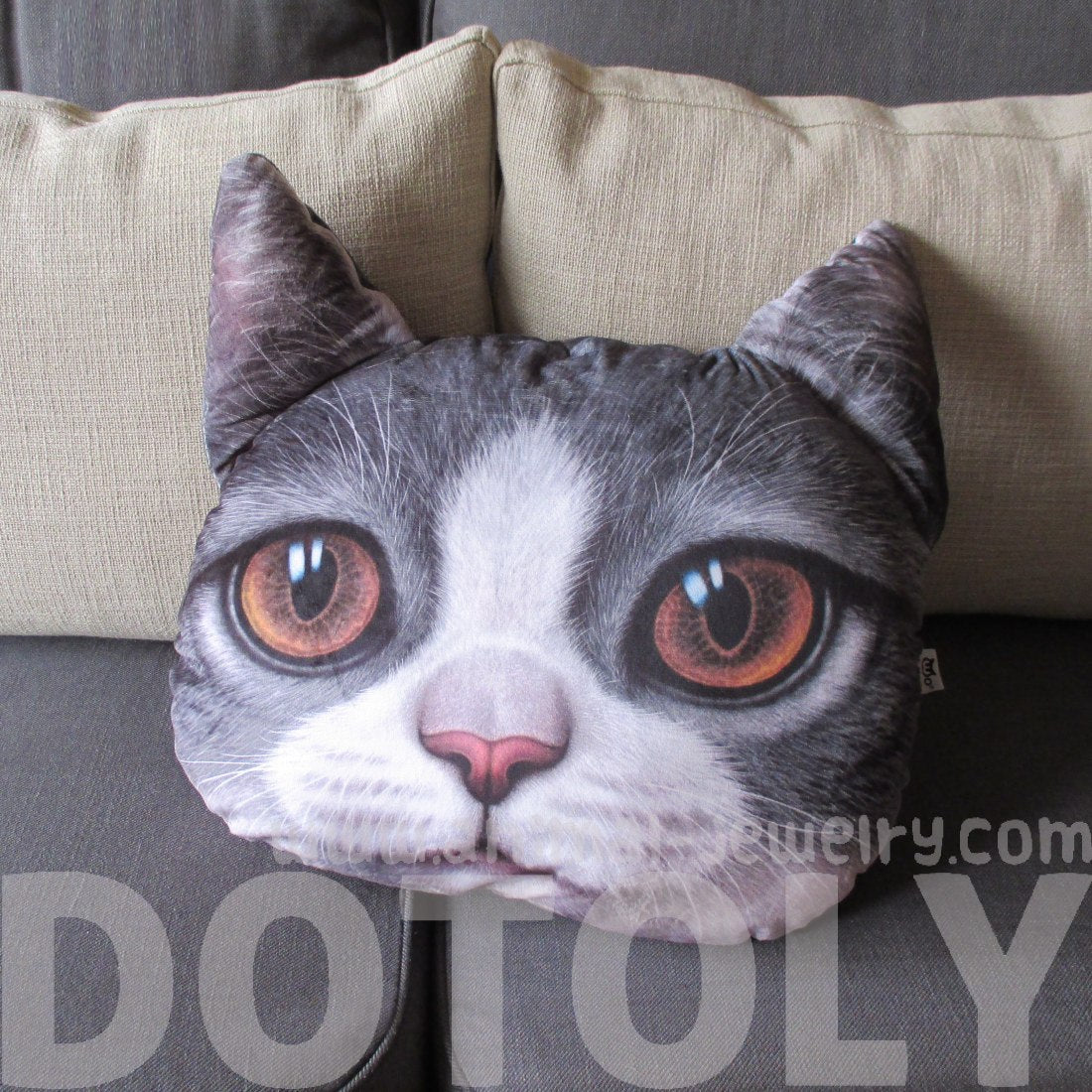 realistic-grey-and-white-kitty-cat-face-shaped-animal-themed-large-cushion-pillow