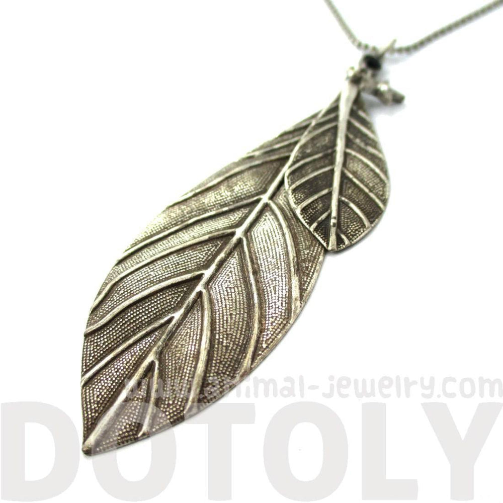 Simple Elegant Leaf Shaped Floral Pendant Necklace in Silver | DOTOLY